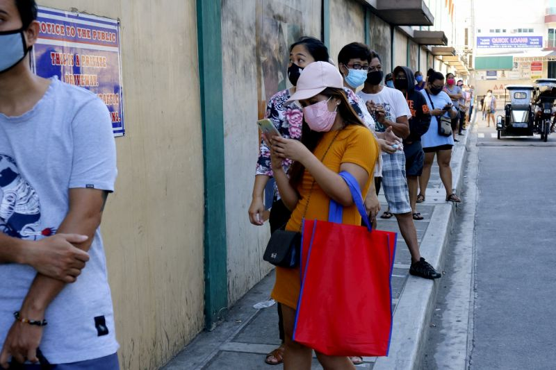 Grocery store queue, Philippines