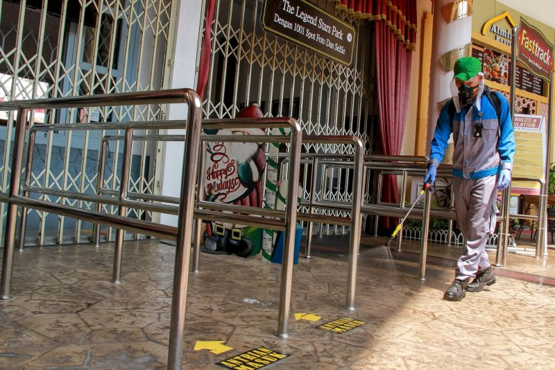 Disinfecting amusement park