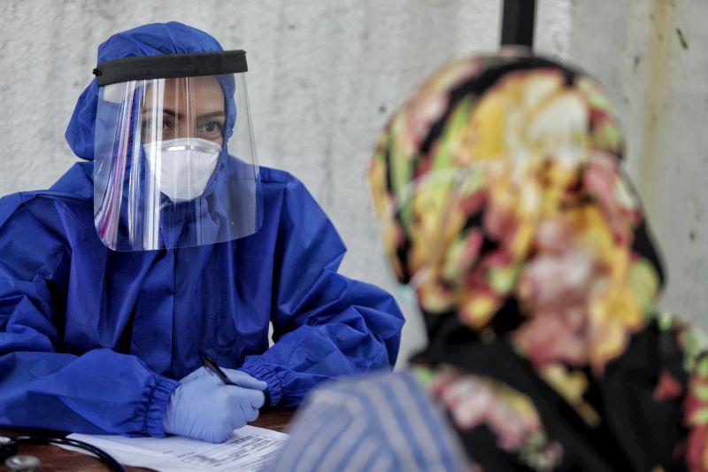 Indonesian medical worker interviews patient