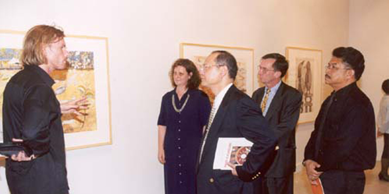 Martin King Senior Printer, Australian Print Workshop (left) and Anne Virgo (right), with a delegation from Silpakorn University and the Australian Embassy, Thailand