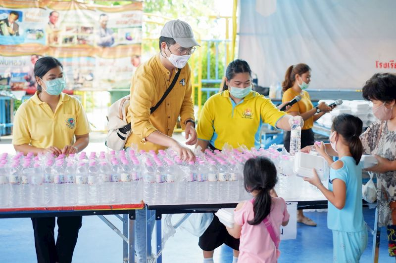 Supplies handed out to Thai families experiencing hardship