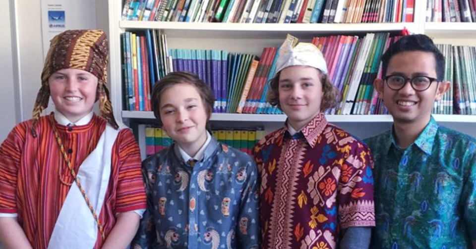 Australian students in traditional Indonesian attire